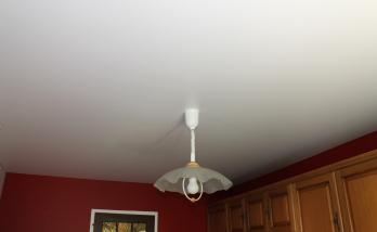 Détail pose plafond tendu