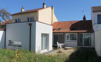 Rénovation intérieur + extension (bardage bois et enduit) d'une maison à Rezé (44)