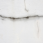 Astuces pour réparer une fissure dans un mur